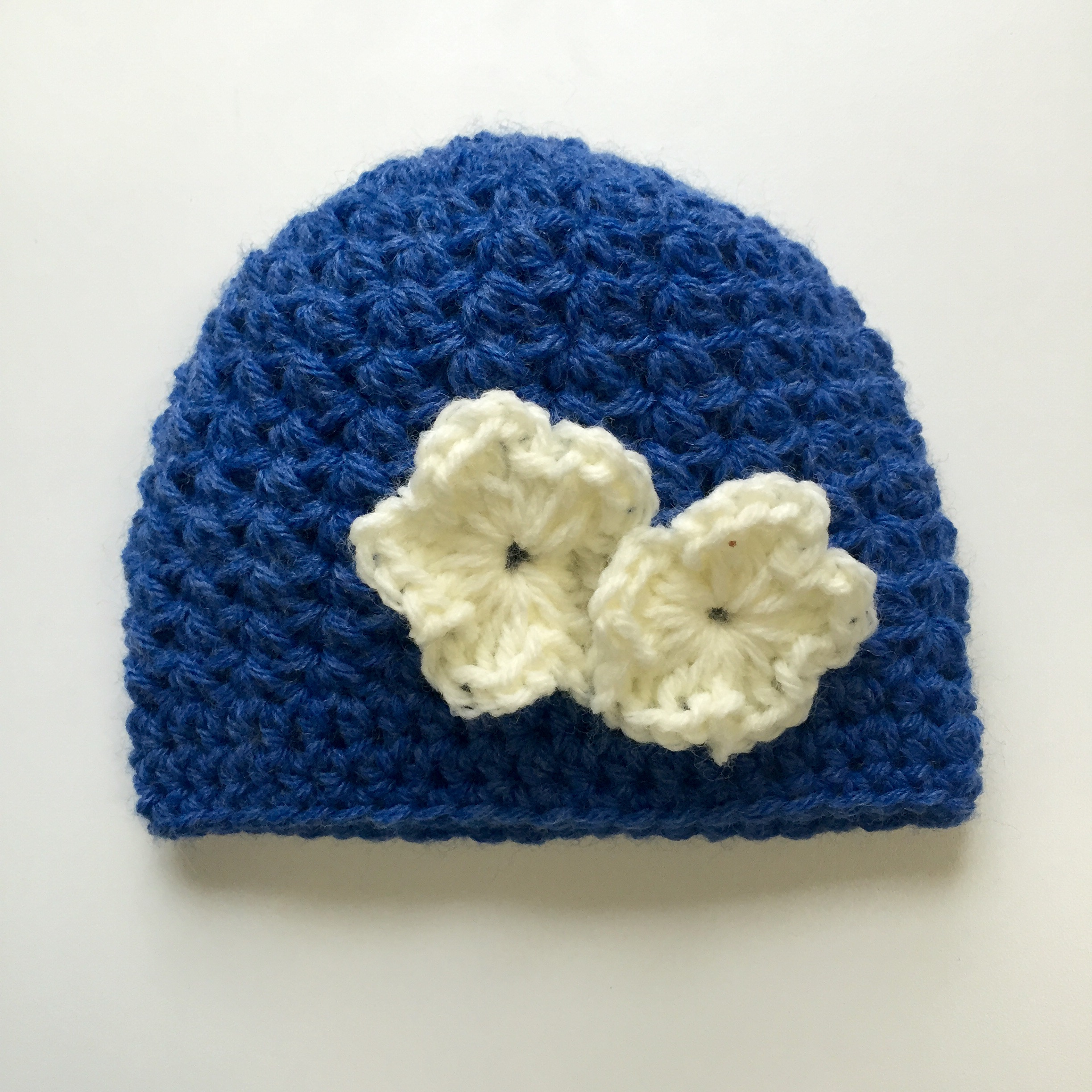Aleah's Hat in blue with flowers crochet pattern