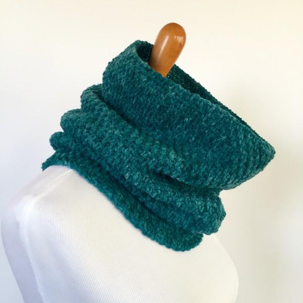 womens wool cowl in teal merino worsted yarn