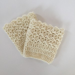 queens lace cream boot cuffs in wool