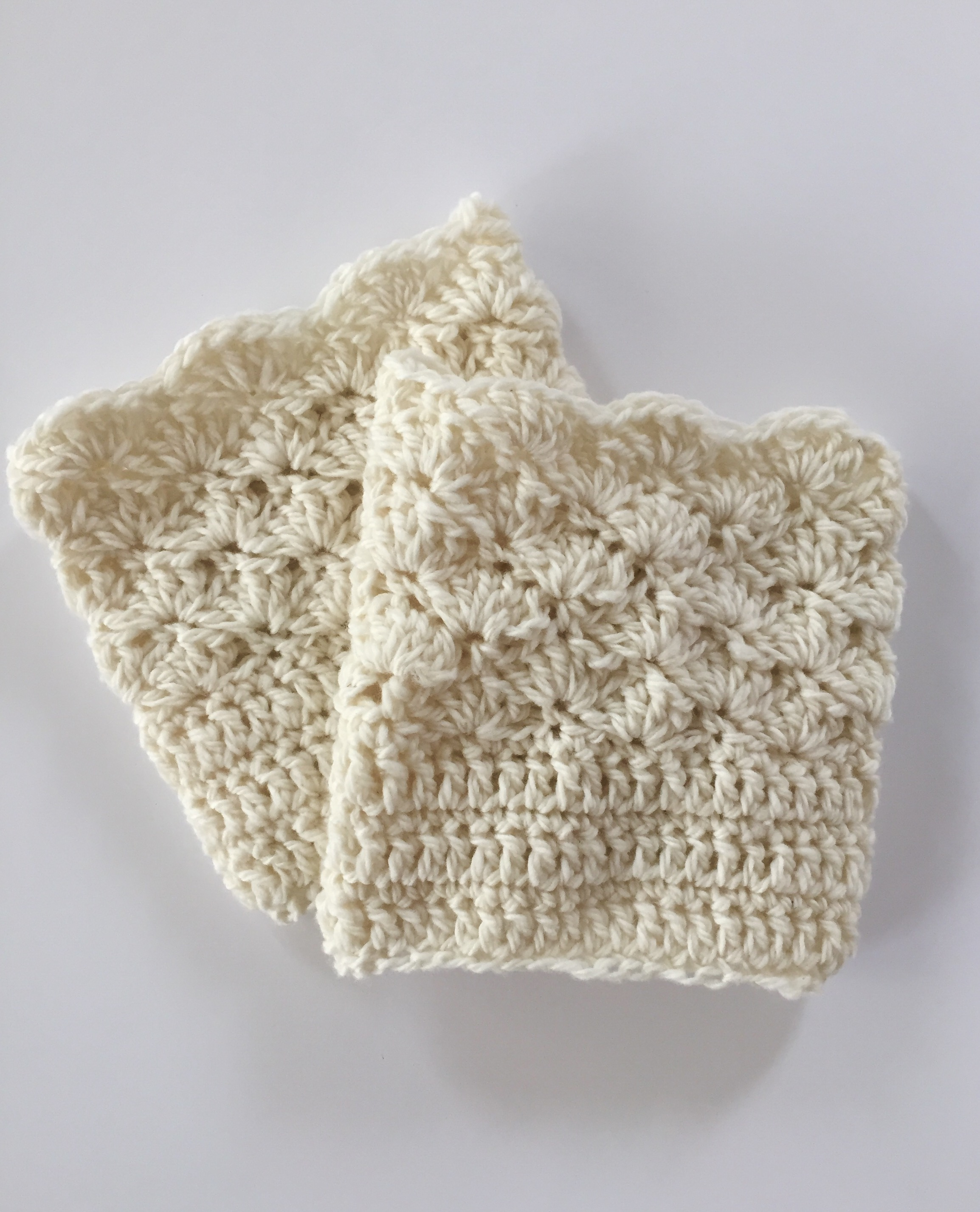 shells boot cuffs in cream wool