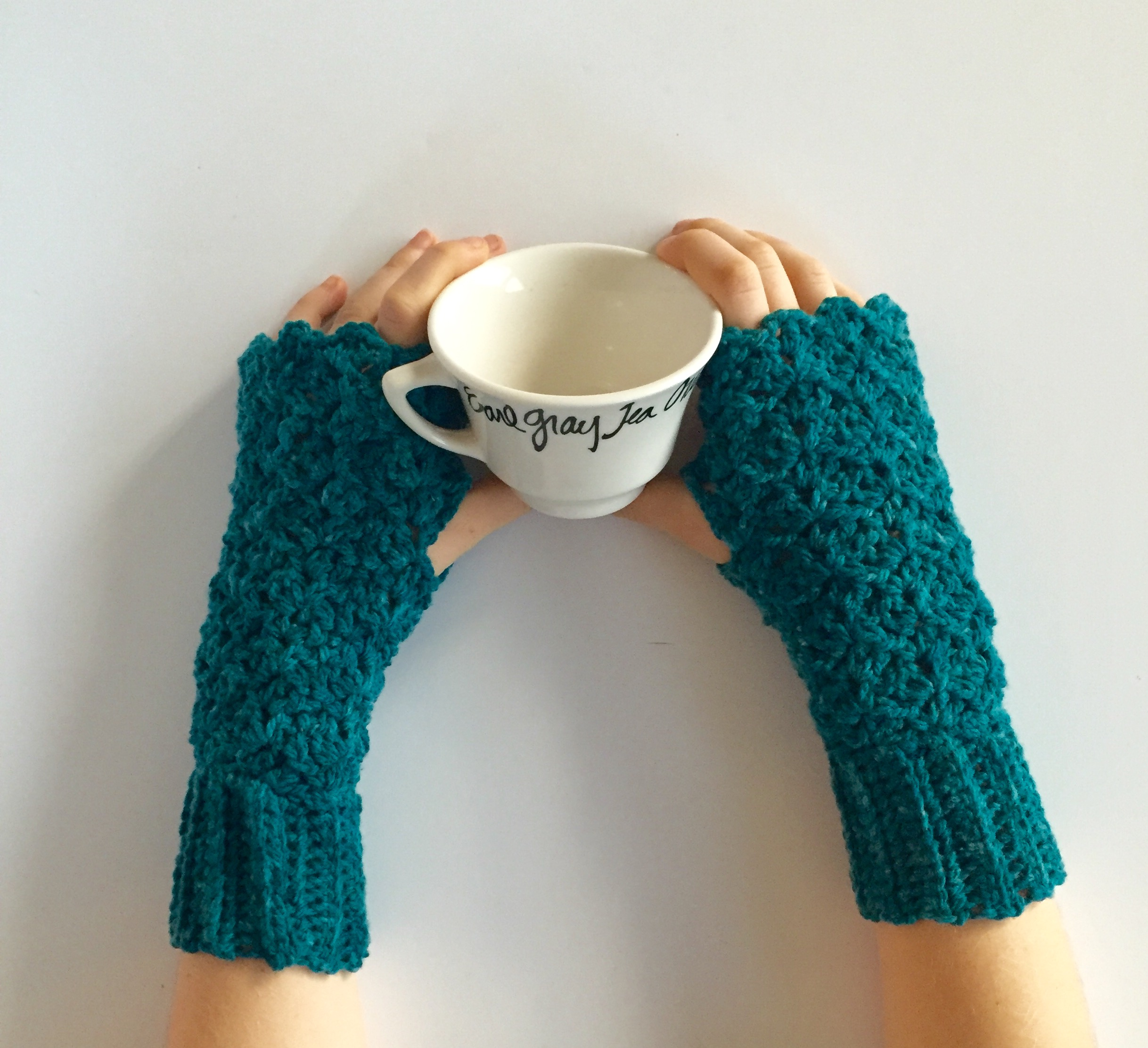 Queens lace fingerless gloves in merino wool teal