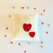 crochet pattern decorative pillow with hearts