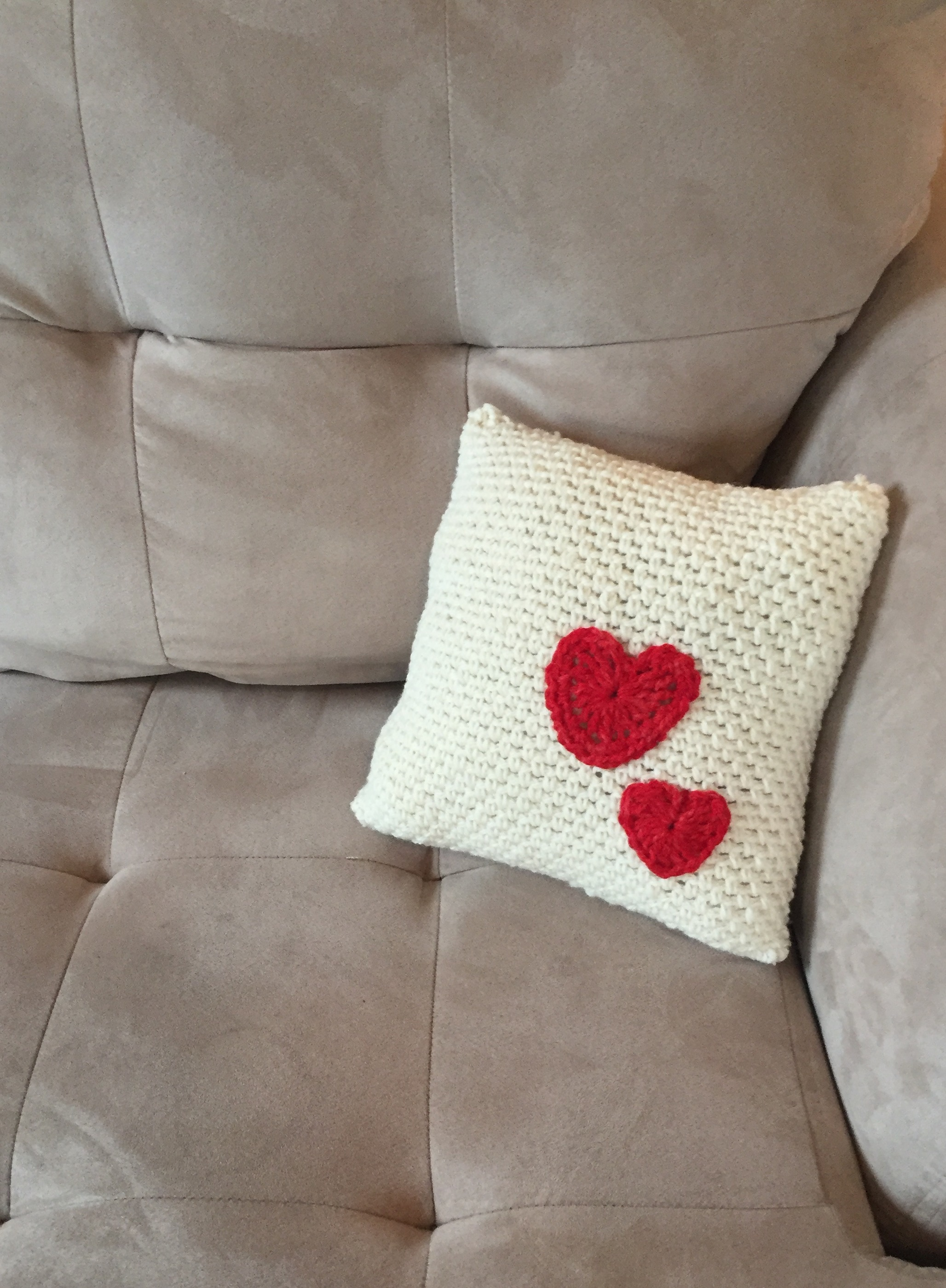 Fancy Throw Pillow Patterns : Crochet Pattern - Pillow with Hearts - Little Monkey s Designs