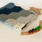 Chunky baby blanket crochet pattern by Little Monkeys Design in merino wool.