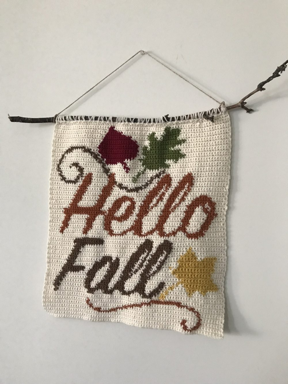 Hello Fall Wall Hanging crochet pattern by Little Monkeys Designs – Fall home decoration project
