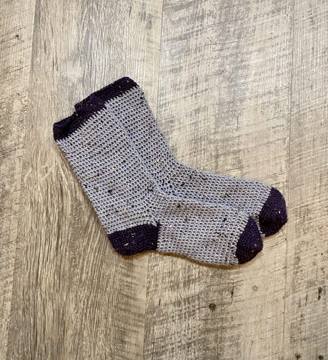 Cozy Socks crochet pattern by Little Monkeys Designs – two color socks